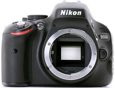 Цифровая зеркальная фотокамера Nikon D5100 (вид спереди)