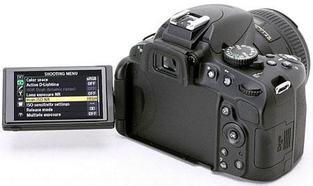 Цифровая зеркальная фотокамера Nikon D5100 (с развернутым дисплеем)