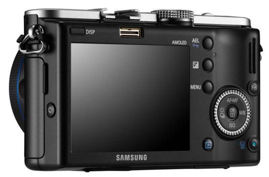 Системная цифровая фотокамера Samsung NX-100 (вид сзади)