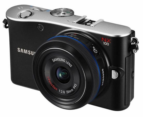 Системная цифровая фотокамера Samsung NX-100 (вид спереди)